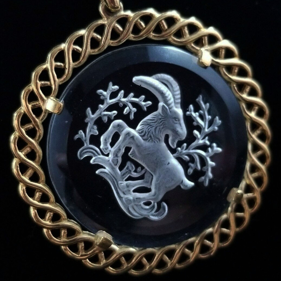 Trifari Jewelry - vintage Crown Trifari Gold Glass Goat Necklace